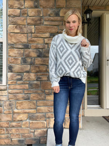 Diamond pattern turtleneck sweater