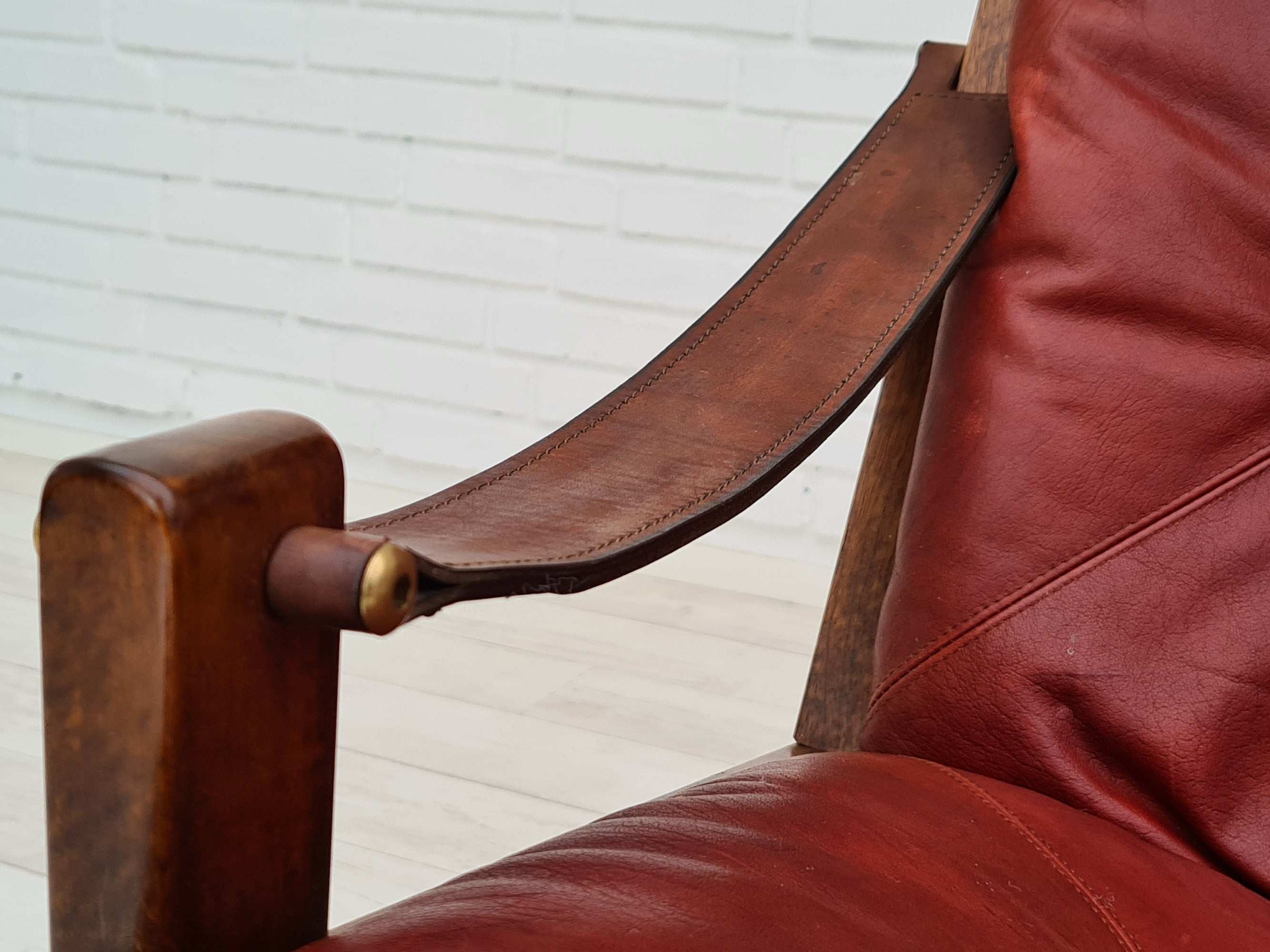 Danish swivel armchair, 70s, leather, original padding, very good condition