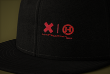 Load image into Gallery viewer, Cappellino Hatropina sucks! Snapback trucker con visiera piatta