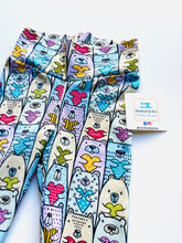 Load image into Gallery viewer, Handmade leggings/yoga pants style 'Bears in Love'; size 2T - READY TO SHIP