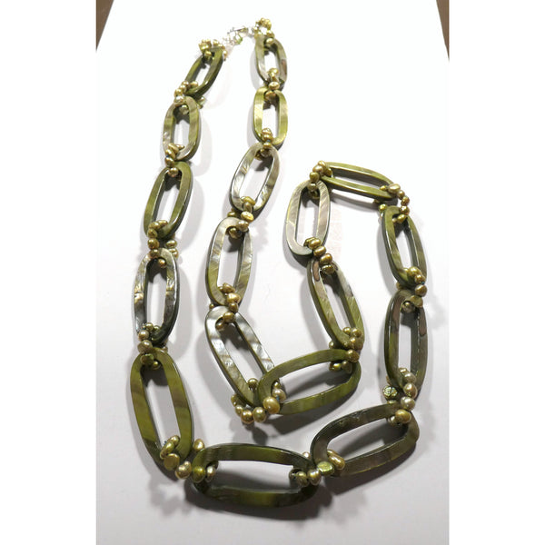 Green Mother of Pearl 32 inch Link Necklace