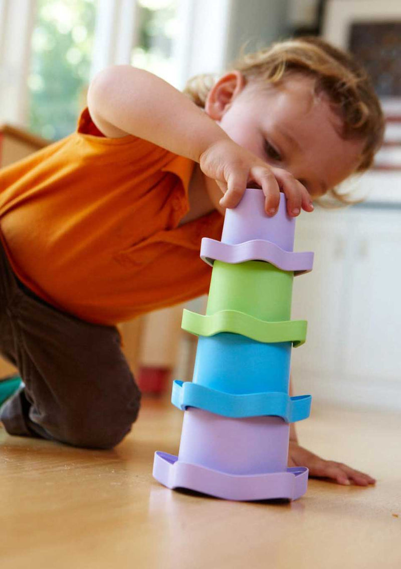 Green Toys Stacking Cups - Stapelförmchen 6-teilig - tiny-boon.com