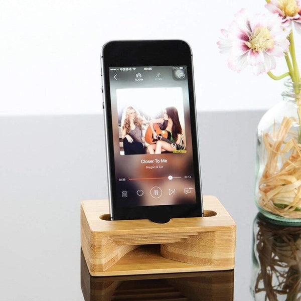 Beautifull natural sound amplifier / phone holder