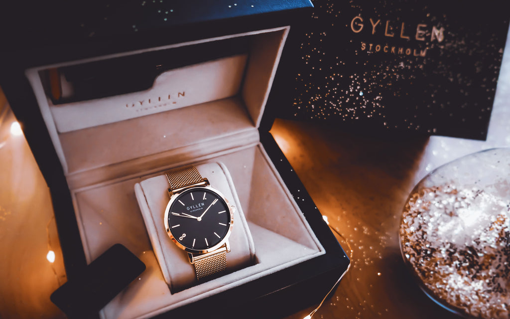 TheGlitterKnitter_Photo_With_Vicky_Rose_Gold_Watch_Black_Face