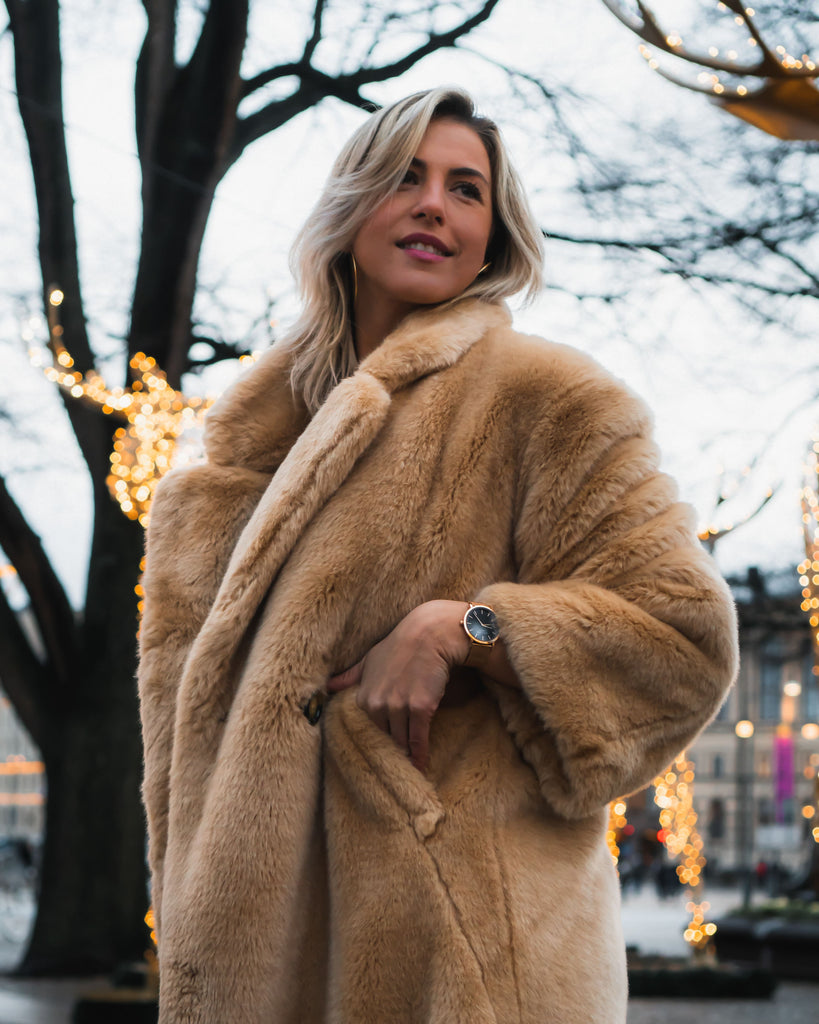 girl-with-faux-fur