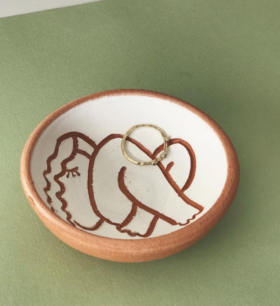 Resting muse ring dish