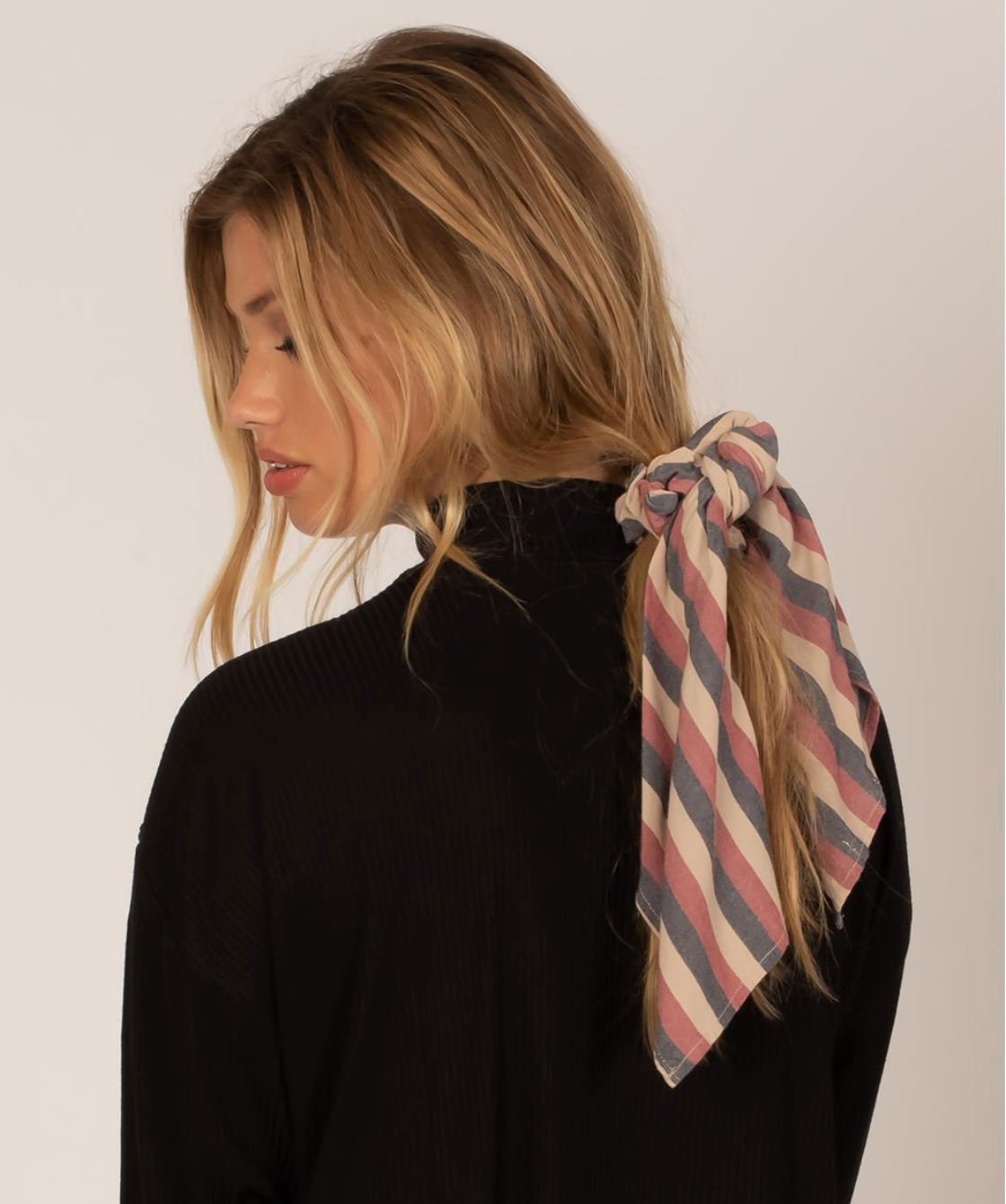 Up And Back Scrunchie Woven Scarf Rouge