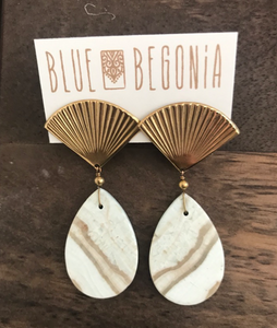 Large ribbed fan earrings with white agate drop