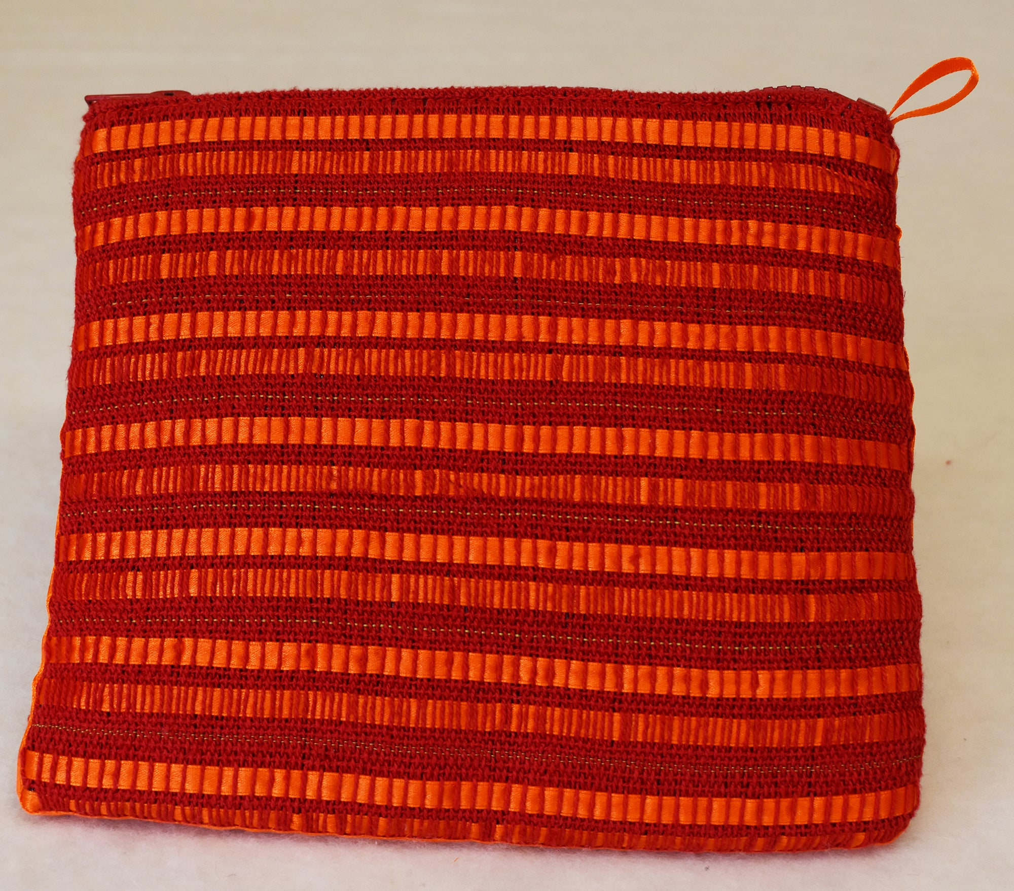 Ribbon clutch bag