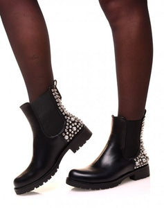 BOTTINES MONTANTES NOIRES À CLOUS ET STRASS