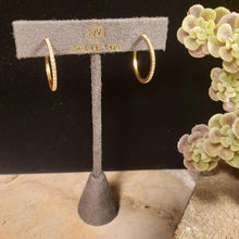 "Load image into Gallery viewer, UNOde50 ""On My Own"" Pink Swarovski Crystal Ring"