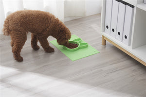 Pet SiliconePlacemat + 4 Food Feeding Divided Food Plate - Portable Non Slip Suction Mat for Feeding.