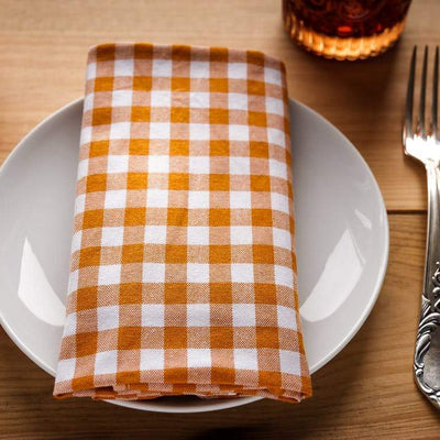 Table setting knife and fork with plate and napkin
