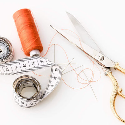 Scissors with measuring tape and thread reel