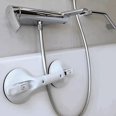 image shows Mobeli grab handle fixed to the side of a bathtub