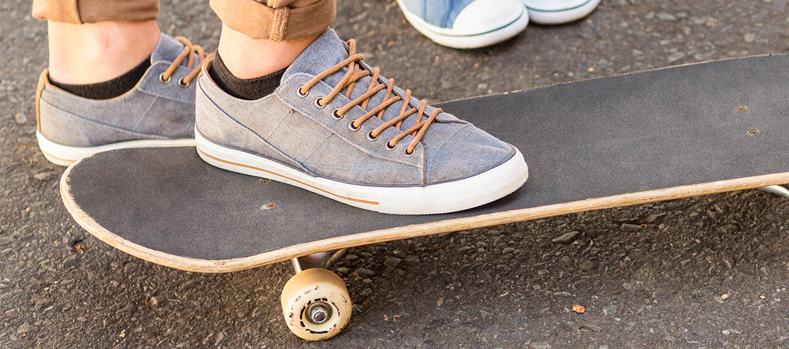 Boy skateboarding wearing shoes and liner socks - Types of Socks