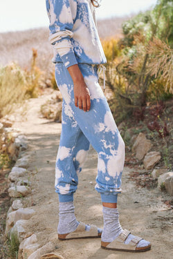 The Cropped Sweatpant in Cloud Wash