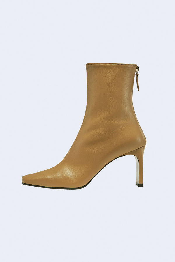 Trim Leather Boots with 8cm Heel in Camel