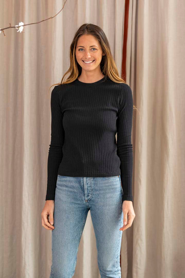 Ribbed Long Sleeve T-Shirt in Black
