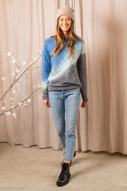 Side Dip Sweater in Black Blue