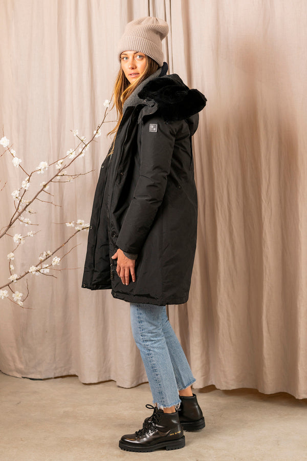 Women's Bow Bridge Parka in Black