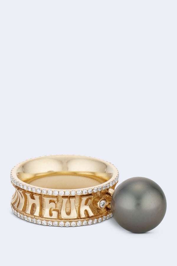 Je Porte Bonheur Eternity Dancing Pearl Ring in Yellow Gold