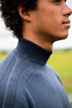 Foggy Turtle Neck in Navy