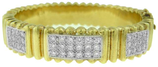 14KT YELLOW GOLD RIBBED DIAMOND BANGLE BRACELET.