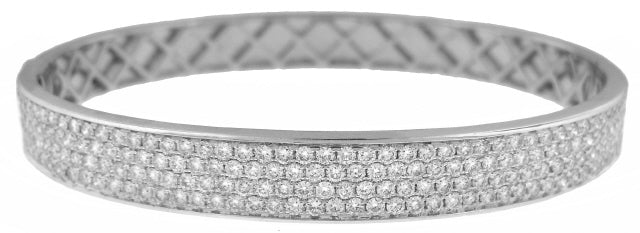 18KT WHITE GOLD 4 ROW PAVE SET DIAMOND BANGLE