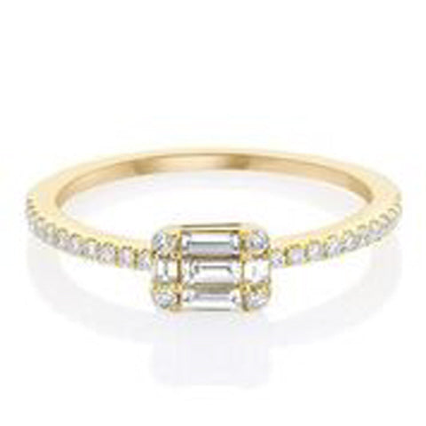 14KT YELLOW GOLD ROUND AND BAGUETTE DIAMOND RING.