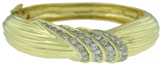 14KT YELLOW GOLD RIBBED DIAMOND BANGLE BRACELET