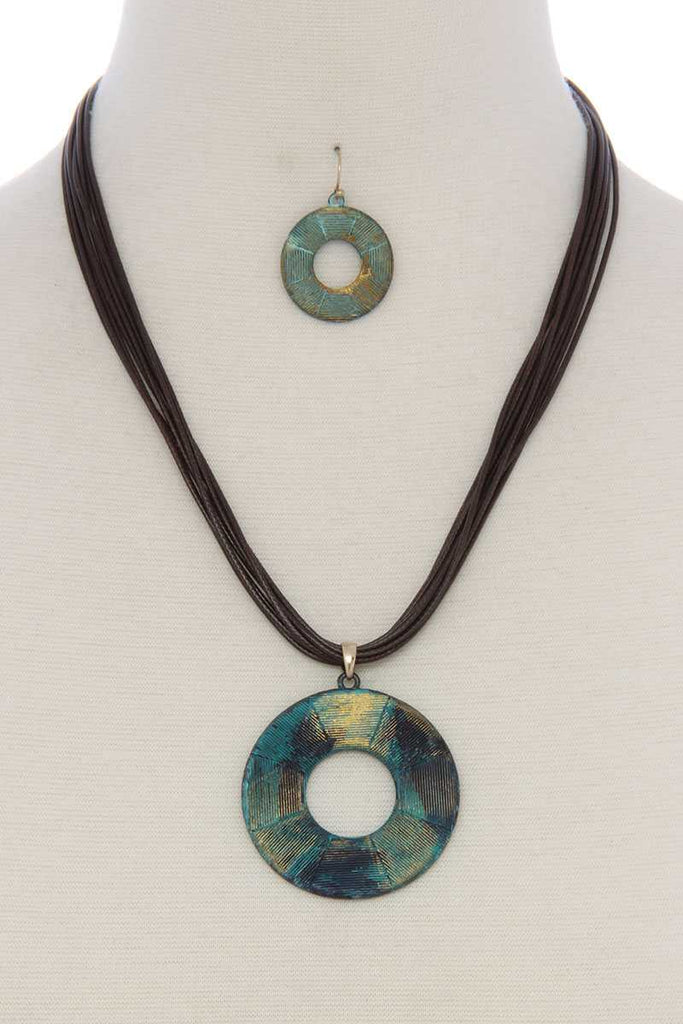 Textured cutout circle pendant necklace - StyleLure