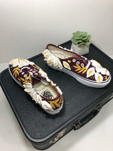 Burgundy Squishy White Florals (size 8)