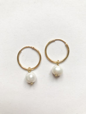 18k Gold Hoop Earrings with withe Pearls