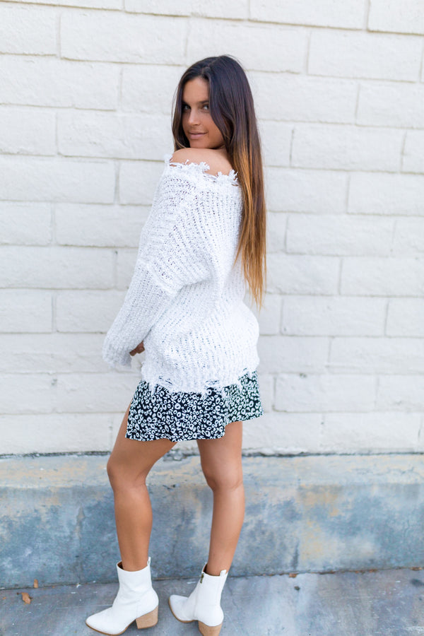 DISTRESSED V NECK SWEATER-WHITE
