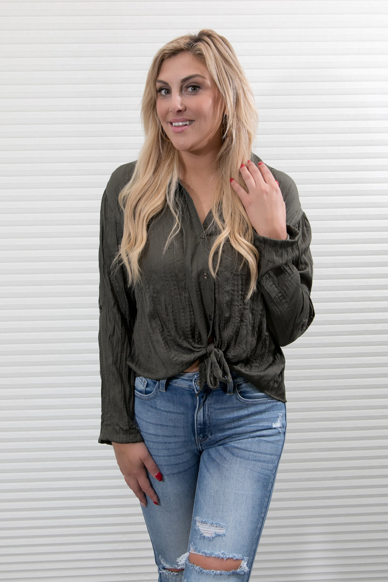 FRONT TIE BUTTON CRINKLE TOP - OLIVE