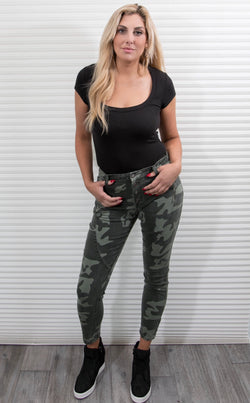 BUTTON CAMO STRETCH JEANS