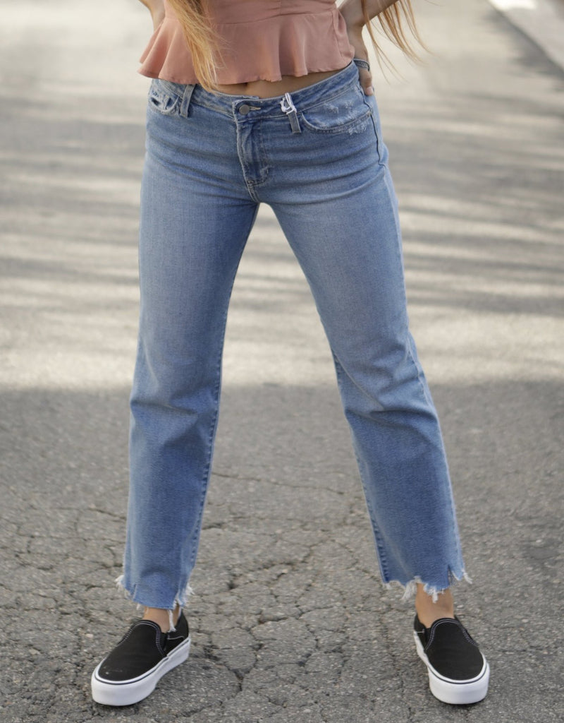 HIGH RISE VINTAGE STRAIGHT JEANS - LIGHT DENIM - RETAIL STORE