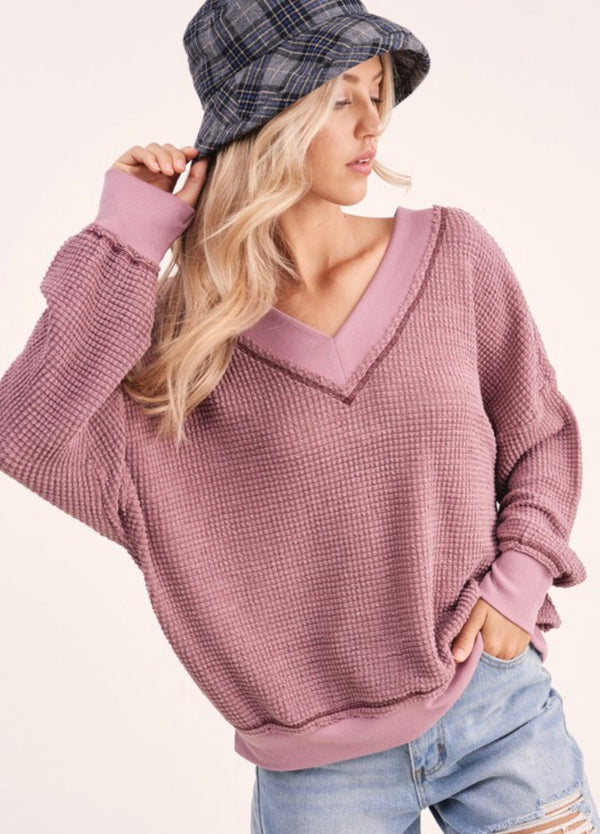 OVERSIZED V-NECK WAFFLE SWEATER - WHITE AND BERRY - RETAIL STORE