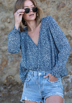 RELAXED FIT LONG SLEEVE BUTTON UP BLOUSE - NAVY/SKY