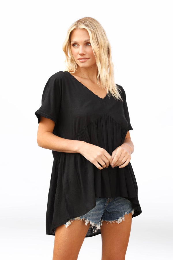 SHORT SLEEVE V-NECK TOP WITH SMALL RUFFLE DETAILING - BLACK