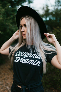 CA  DREAMIN' TEE - AVAILABLE IN BLACK, WHITE & GOLD - RETAIL STORE