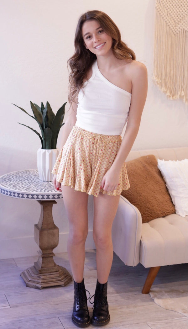 FLORAL PRINT RUFFLE SHORTS - HONEY - RETAIL STORE