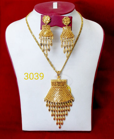 LIGHT WEIGHT WEDDING STYLE LADIES PENDANT CHAIN STYLE JEWELLERY SET 3039 - Maxim Creation