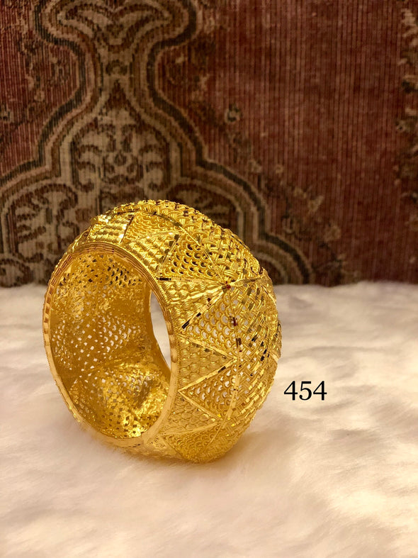 WESTERN BLING CUT WORK DESIGN GOLD PLATED BANGLE 454 - Maxim Creation
