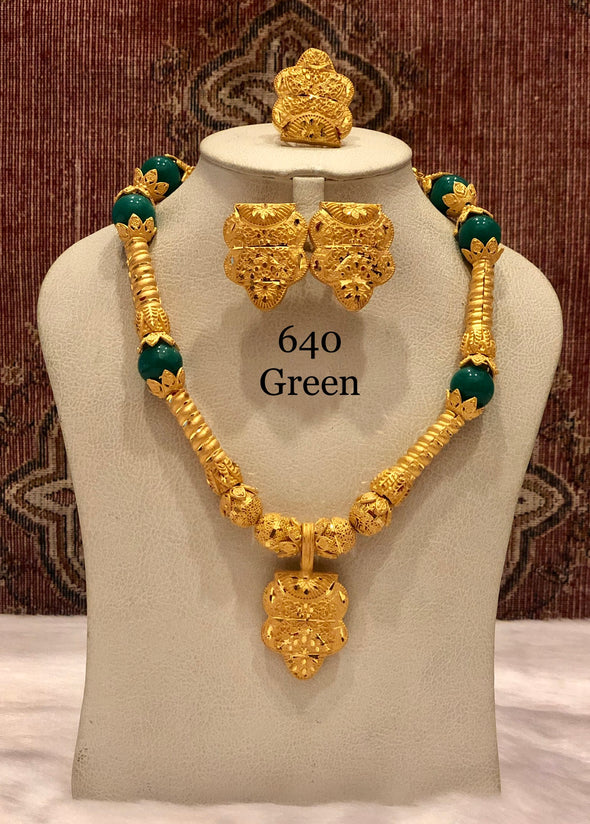 TRADITIONAL LONG GREEN AND GOLD SHELL NECKLACE SET 640G