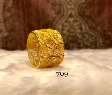 TRADITIONAL ETHNIC GOLD PLATED FLORAL SPIRAL DESIGNER BANGLE 709