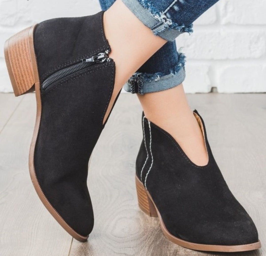 🎉SALE🎉 Looking Forward to It Booties - Black