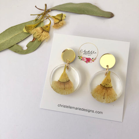 Small round resin dangle with yellow gum blossom and gold top