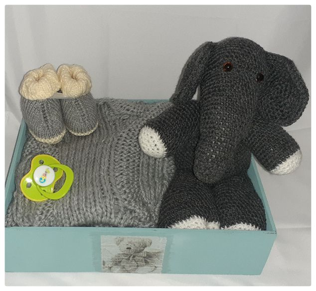 Baby gift box - knitted